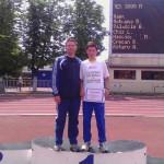 Paul Parnău împreună cu antrenorul Lucian Bîrlogeanu,   pe treapta cea mai înaltă a podiumului