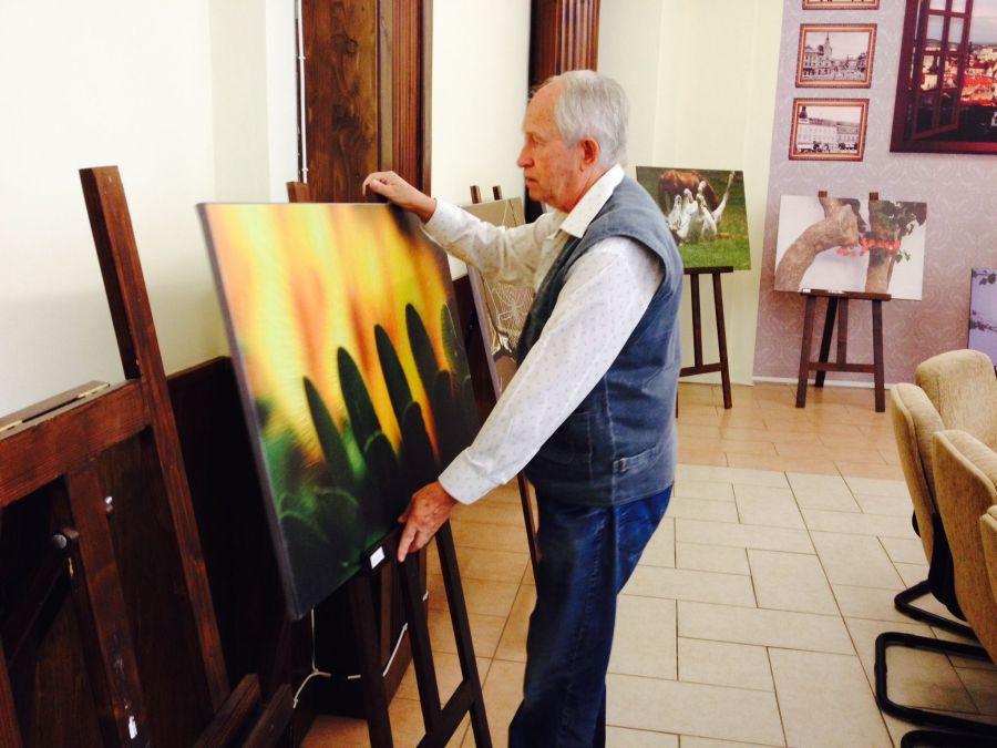 Galeria de artă a Colegiului Academic al Universității Babeș-Bolyai din Cluj-Napoca întrunește 15 lucrări color de mari dimensiuni ale fotografului Mircea Albu/Foto: Beligăr Cristina