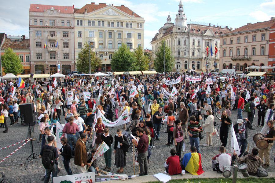 """FOTO & VIDEO Mii de protestatari în centrul Clujului: """"România,   trezește-te!"""""""