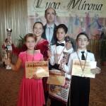 Antrenorul Ovidiu Ignat alături de talentaţii sportivi de la Royal Dance Club