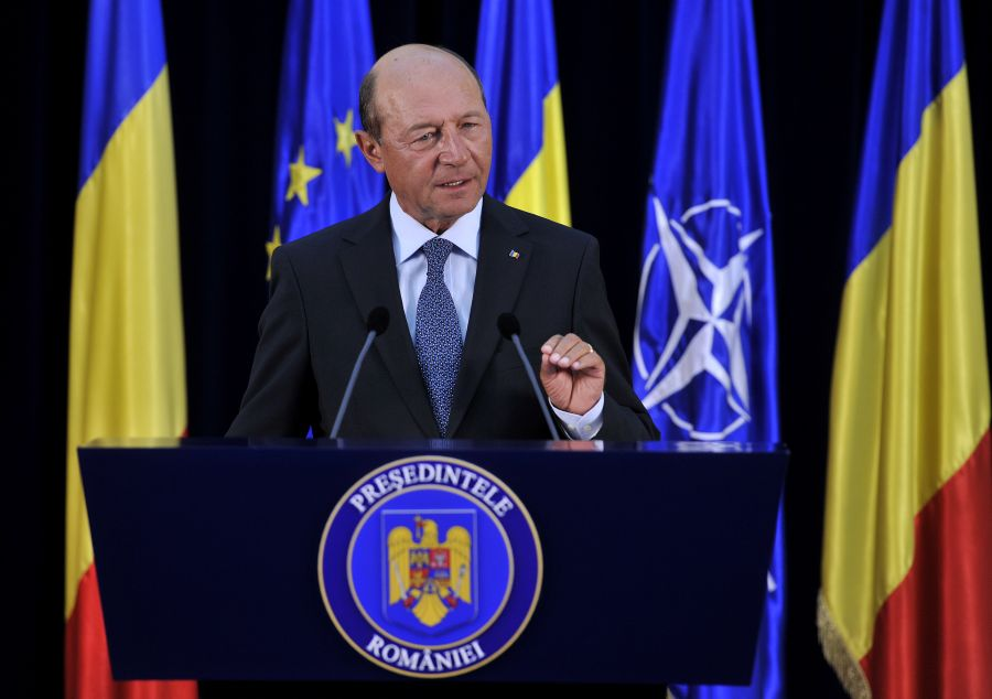 Preşedintele Traian Băsescu a spus la plecarea de la Ţebea că ar trebui să meargă la Roşia Montană