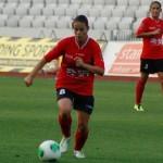 Mijlocaşul echipei Olimpia Cluj,   Ştefania Vătafu (foto,   la minge) a marcat golul 9 al României,   în victoria din Macedonia