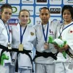 Alexandra Pop (prima din stânga),   la cea mai preţioasă medalie din carieră (foto: pagina de facebook,   Alexandra Pop)