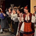 Actorii de la Teatrul de Nord din Satu Mare repetă și joacă în frig/ Foto: teatruldenord.ro