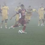FC Braşov - CFR Cluj, din etapa a 15-a, riscă să se joace în ceaţă, la fel ca anul trecut / Foto: Dan Bodea