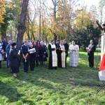 Statuia compozitorului Nicolae Bretan a fost dezvelită în prezența oficilităților locale care au asistat și la o slujbă de sfințire a monumentului (FOTO: Radu Hângănuț)