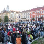Protest anti-RMGC,   la Cluj: Cântec,   dans și trafic blocat în fața Prefecturii