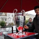 Miodrag Belodedici a prezentat trofeul Champions League publicului clujean / Foto: Dan Bodea