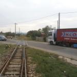 Trecerea la nivel cu calea ferată din localitatea bistrițeană Susenii Bârgăului,   locul unde CNCF plănuiește,   în al doisprezecelea ceas,   să amenajeze o instalație cu avertizare luminoasă și sonoră.