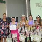 Elevele de la Şcoala Băbeni,   cu rochiile lor reciclate