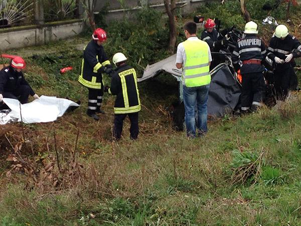 Pasagerul din dreapta a fost transportat de urgență la spital