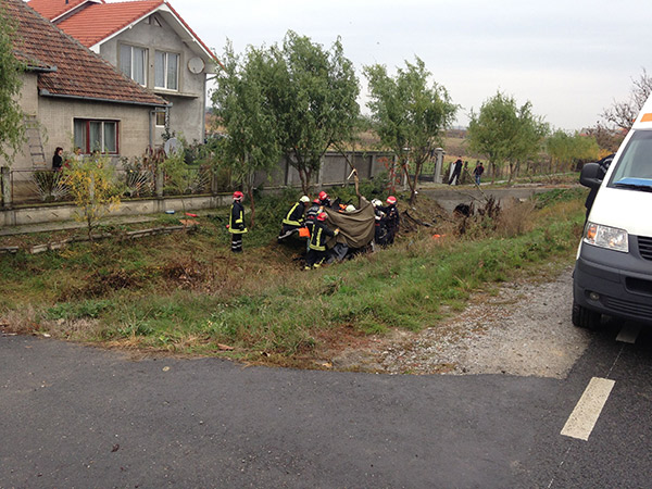 Șoferul a decedat pe loc,   iar pasagerul din dreapta a fost rănit ușor