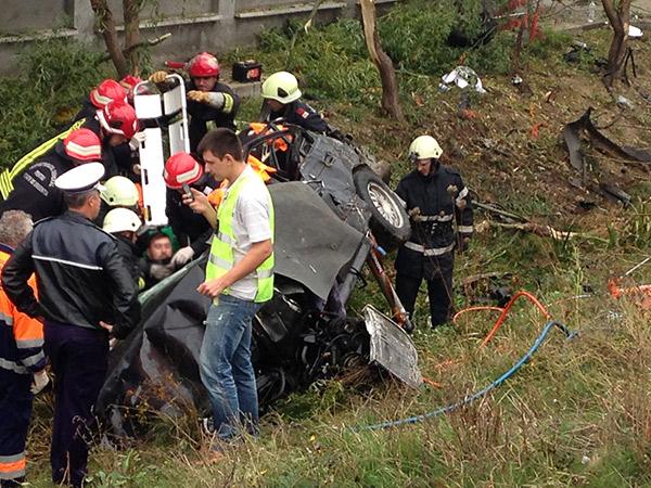 Poliţiştii spun că viteza excesivă a cauzat accidentul