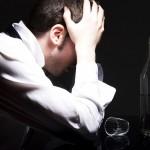 fenomenul social al dependenţelor cuprinde o populaţie din ce în ce mai mare / Sursa foto: addictionofalcohol.net