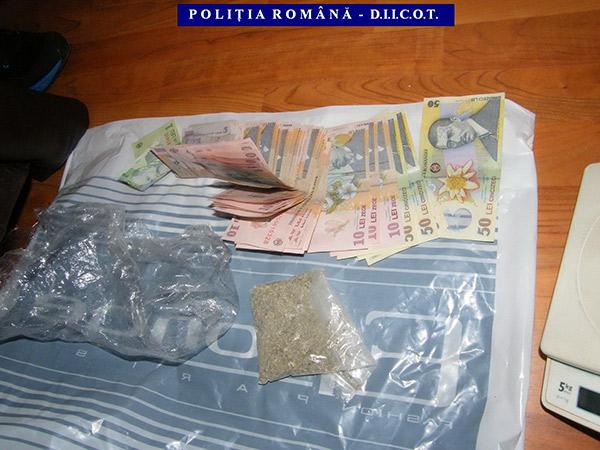 În urma perchezițiilor polițiștii au găsit și suma de 35.000 lei
