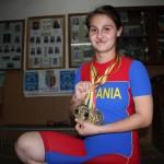 Cu două medalii de aur şi una de argint cucerite la CE de haltere din Lituania, Denisa Felecan este, deocamdată, cea mai titrată sportivă clujeancă în 2013 / Foto: Dan Bodea