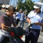 Oamenii legii au oprit în trafic 24 de mopedişti