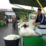"""Piaţa """"Izvoarele"""" este cea mai mare piaţă agroalimentară din Baia Mare"""
