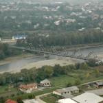Din judeţul Maramureş se poate ajunge în Ucraina pe un pod cu singur sens de circulaţie,   pod dat în folosinţă în perioda anilor 2000 / Sursa foto: sighet247.ro