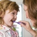 Sute de copii vor primi gratuit pastă şi periuţe de dinţi / Sursa foto: copilul.ro