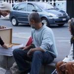 Orădeanul Vlad coste a ales să  împartă premiul cu oamenii străzii