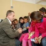 Elevii au primit periuţe şi pastă de dinţi şi au fost învăţaţi cum să le folosească