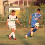 """Noua """"bijuterie"""" a Universităţii Cluj, Andreas Calcan (foto, în alb) a deschsi scorul în amicalul cu FC Zalău, urmează meciul cu ASA Târgu Mureş / foto: Dan Bodea"""