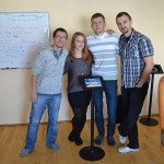 Bogdan, Bianca, Mihai și Dragoș (de la stânga la dreapta), echipa care lucrează zi de zi la dezvoltarea unui proiect pe care gigantul Microsoft a pariat că va revoluționa domeniul în care activează (FOTO. Radu Hângănuț)