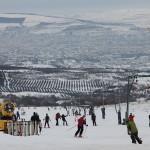 La doi pași de Cluj-Napoca, pârtia Feleacu își momenște clienții cu internet wireless și un snow-park . (FOTO: Dan Bodea)