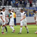 Fotbaliştii Universităţii Cluj au ieşit mai mereu cu capetele plecate de pe teren în acest sezon / foto: Dan Bodea