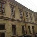 Liberalii îl ironizează pe Boc: Poveştile lui Boc: 1001 clădiri istorice refaţadizate