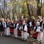 30 de copii fac parte din Ansamblul Şcolii din Călineşti