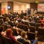 Peste 100 de tineri învăţaţi să facă afaceri în IT