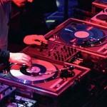 DJ-ul avea în caldulator peste 24.000 fişiere conţinând copii ale unor opere muzicale / Sursa foto: newsbv.ro