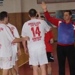 Antrenorul Nicolae Istrate îşi felicită elevii după victoria în faţa celor de la – CS U Transilvania Cluj