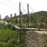 Construirea unui pod în zona este necesar, mai multe familii fiind izolate în acest moment