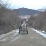 Pe centura Florești-Cluj-Napoca căruțele apar brusc,   de după deal,   nu există indicatoare care să indice prioritatea iar dacă mașina are o defecțiune,   singura soluția este continuarea drumului pe jos (Foto: Radu Hângănuț)