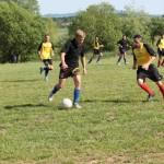 """Până să ajungă """"vedetă"""" la Gloria Ban,   Connor Wilton (foto,   la minge),   singurul fotbalist englez din Campionatul Judeţean Sălaj,   a trăit o frumoasă poveste de dragoste alături de o româncă / susa foto: facebook"""