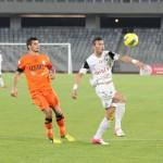 Sezonul trecut Alex Dos Santos evolua în tricoul Universităţii Cluj (foto,   în alb şi negru),   luni brazilianul a marcat o dublă pentru actuala sa echipă,   Pandurii Târgu Jiu / Foto: Dan Bodea
