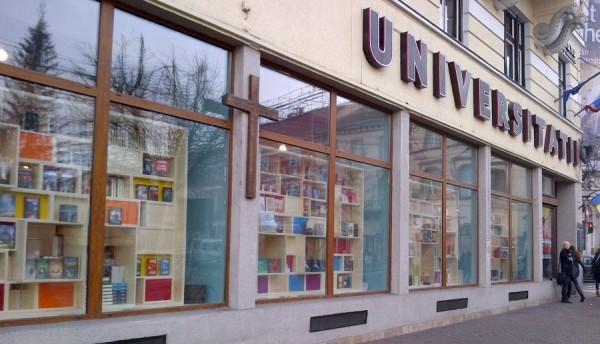Cărţile şi-au regăsit locul în vitrinele de la kilometrul zero al Clujului