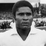 Fotbalul e mai sărac,   Eusebio,   fostul mare jucător al Portugaliei și al Benficăi,   a murit