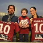 Tuncay Ozturc a fost însoţit de soţia sa Andreea Marina la prezentarea sa oficială în calitate de fizioterapeut al echipei CFR Cluj / FOTO: Dan Bodea