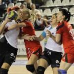 """Handbalistele de la """"U"""" Jolidon au pierdut categoric meciul cu Corona Braşov,   scor 26-35,   dar rămâne în lupta pentru medaliile de bronz ale campionatului / FOTO: Dan Bodea"""
