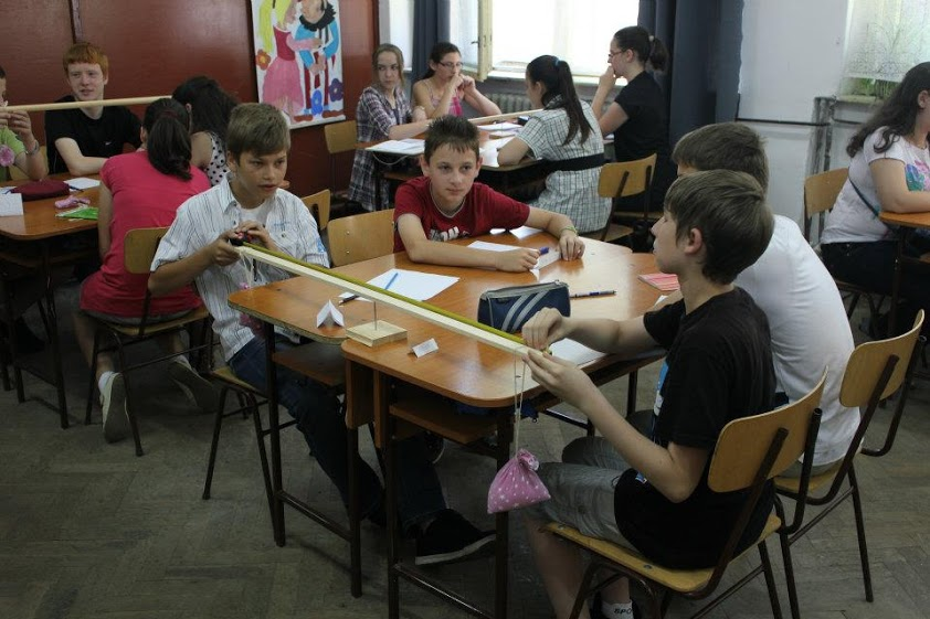 Centre de greutate,   activitate la Gimnaziul ''Florea Bogdan'' din Reghin/Foto: Arhiva personală