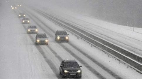 Toată rețeaua de drumuri naționale și autostrăzi este deschisă circulației. Se circulă în condiții de ceață în 16 județe
