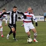 Valentin Lemnaru (foto,   în alb şi negru) a marcat singurul gol al Universităţii Cluj în amicalul pierdut în faţa celor de la FSV Frankfurt,   scor 1-3 / FOTO: Dan Bodea
