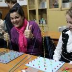Elevii rezolvă probleme de geometrie cu setul UBIM/Foto: Arhiva personală András Szilárd