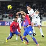 """Acum un an,    """"U"""" Cluj a fost foarte aproape de o remiză cu Steaua,   într-un meci de mare luptă disputat pe Arena Clujului / Foto: Dan Bodea"""