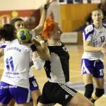 """Simona Vintilă (foto,   în alb-negru) a marcat de 11 ori în poarta echipei Cetate Deva,   dar """"U"""" Jolidon a trebuit să se recunoască învinsă în Liga Naţională / FOTO: Dan Bodea"""