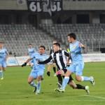 """Valentin Lemnaru (foto,   în alb-negru) a deschis scorul partidei câştigate de """"U"""",   scor 3-2,   în faţa celor de la Lokomotiv Sofia / FOTO: Dan Bodea"""